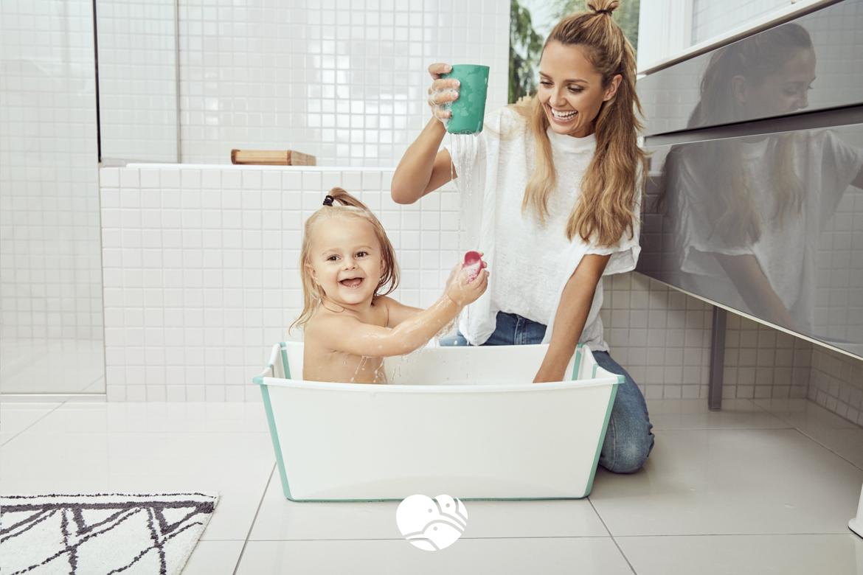 Składana wanienka dziecięca Stokke Flexi Bath to kompaktowych rozmiarów wanienka, która w przeciwieństwie do wanienek tradycyjnych zajmuje mało miejsca i może służyć jako dziecięca wanienka turystyczna. 3kiwi.pl